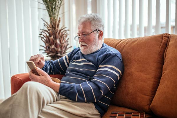 Tenant Receiving Digital Communication from Landlord